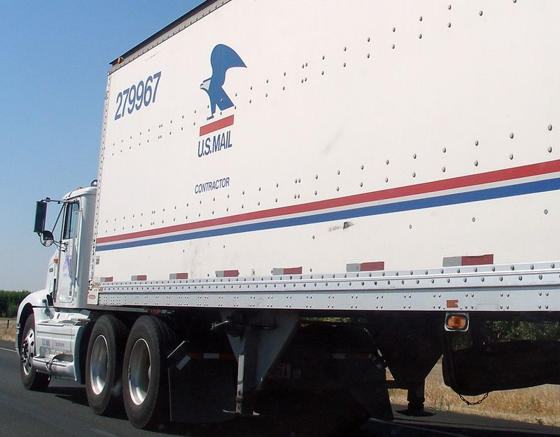 US Mail contractor semi-trailer truck_Coolcaesar via Wikipedia Commons