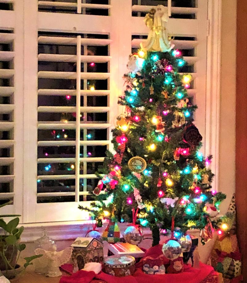 Mini upstairs Christmas tree 2019_copy