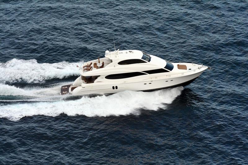 80_foot_motor_yacht_Alchemist_photo_D_Ramey_Logan_1024px-80_flipped