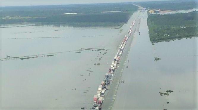 I-10 Texas flooded_Jefferson County Sheriffs Office photo via Twitter_cropped2