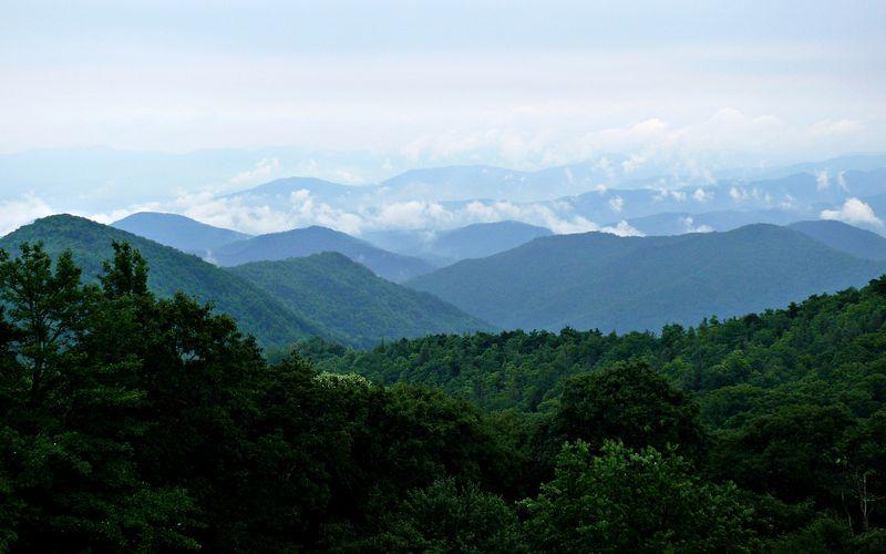 Rainy_Blue_Ridge_Ken-Thomas_Wikipedia-Commons