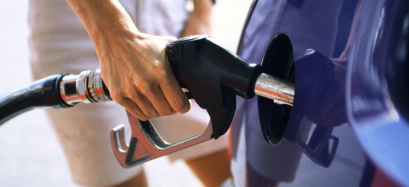 Gas-fuel-filling_up_car