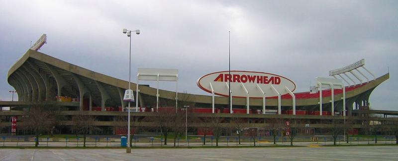 Kansas_City_Arrowhead_Stadium_prior-to-2008-2010-renovations_Greenstrat-photo-via-Wikipedia-Commons