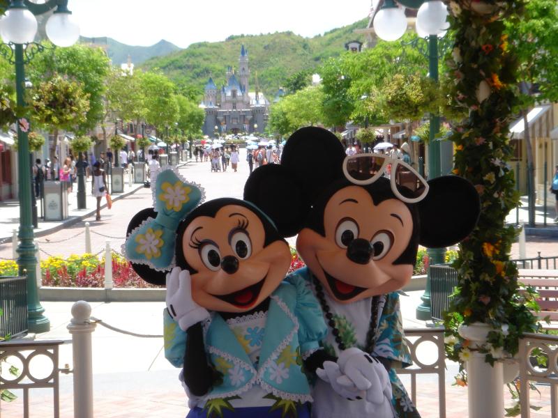 MickeyMinnieMainStreetSummerHongKongWikipediaCommons