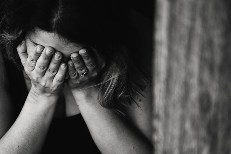 Distraught woman_pexels-kat-jayne-568027