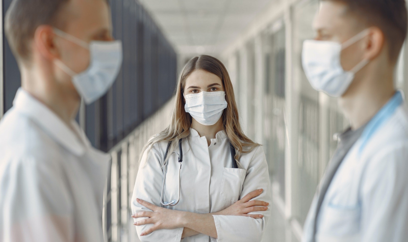 Healthcare-workers-face-masks-3985163_Gustavo-Fring_Pexels