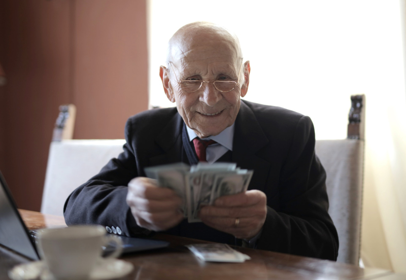 Happy-senior-businessman-counting-money-while-sitting-at-3823540_Andrea Piacquadio_Pexels