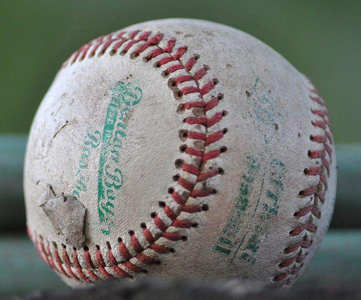 A_worn-out_baseball_Schyler-at-English-Wikipedia_WikipediaCommons