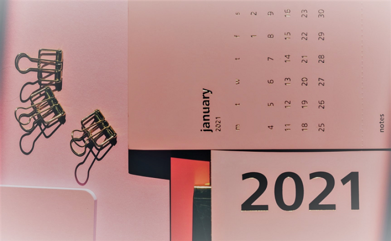 January 2021 calendar on desk_Olya Kobruseva via Pexels_png