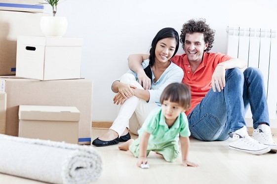 Couple and toddler_InterNations-Expat-Blog