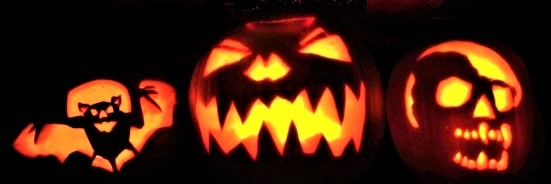 Halloween_Pumpkins_lighted_black-background_cropped