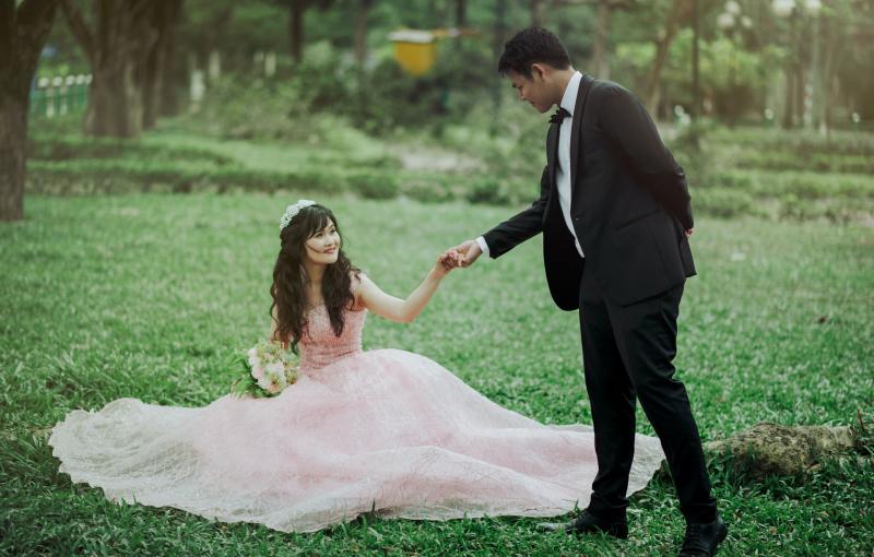 Couple wedding day_pexels-min-an-752831