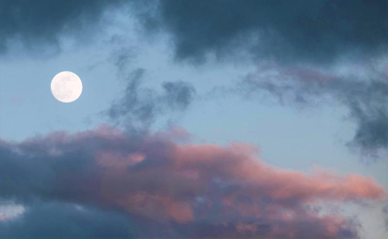 Full moon in clouds_pexels-roberto-nickson-3554423-3
