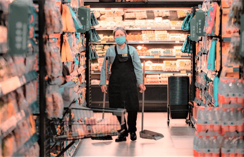 Grocery store worker_pexels-竟傲-汤-5380918-c2