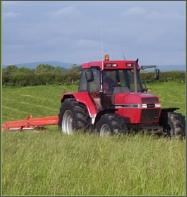 Tractor_in_field_2