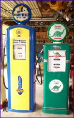 Old_gas_pumps_2