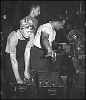 Factory_workers_1944