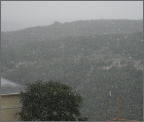 Snow_falling_from_upper_deck_3